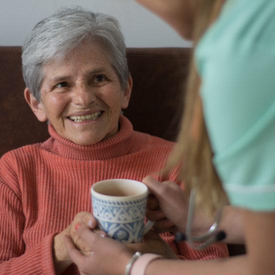 Nuestros abuelitos siempre sonrientes en Family care